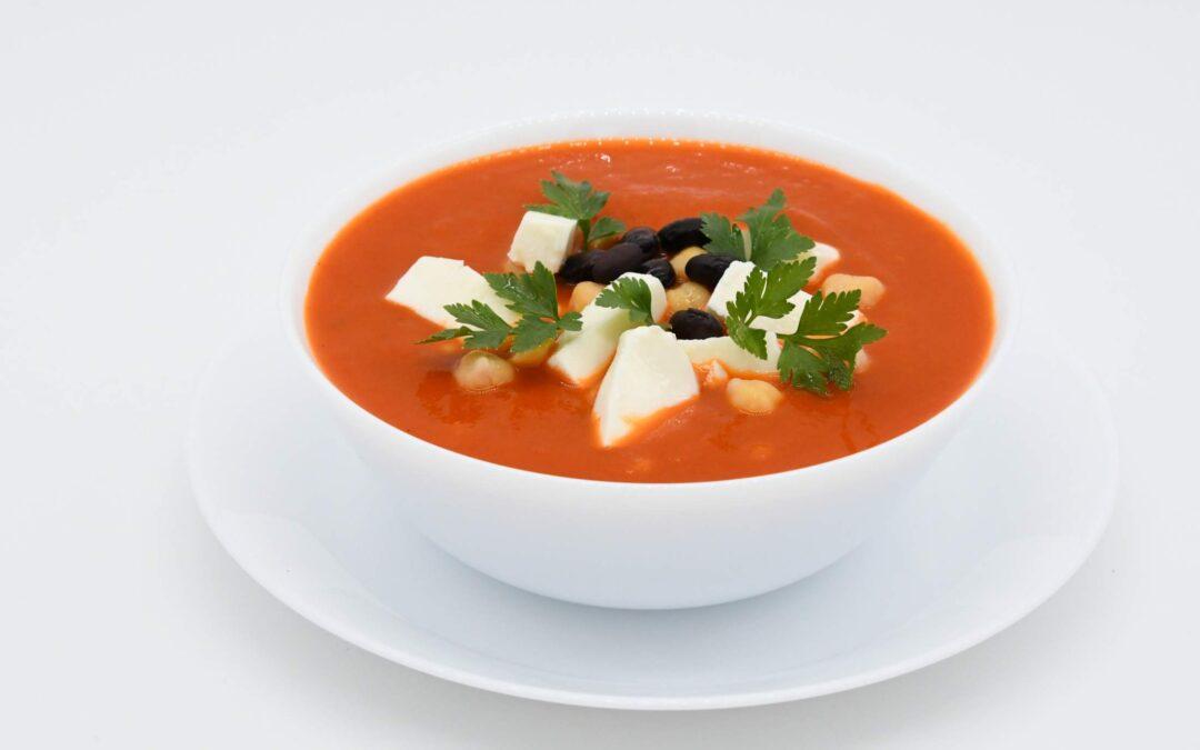 Zupa krem zczerwonej papryki zczarną fasolą iciecierzycą
